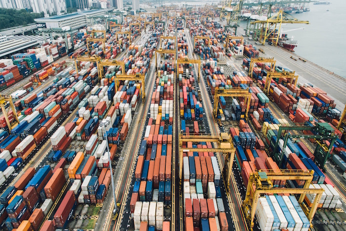 輸入企業の株